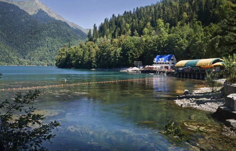 Отдых у озера Рица в Абхазии