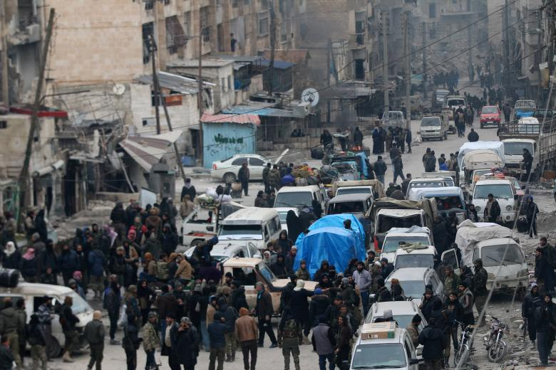 Тысячи мирных жителей и бойцов ждут эвакуации из Алеппо
