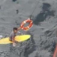 В Австралии спасли серфера, который провел в море 16 часов