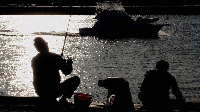 В Австралии рыба утащила рыбака в океан
