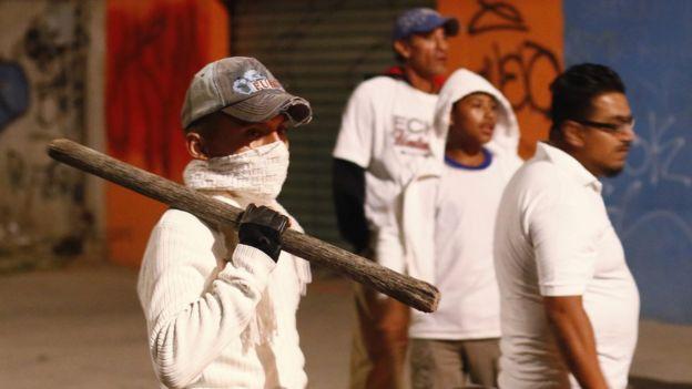 В Мексике повышение цен на бензин привело к массовым беспорядкам