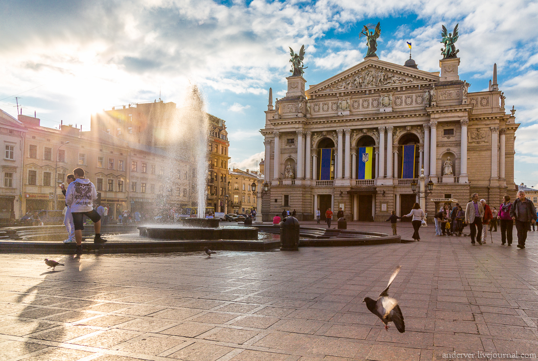 Вгорсовете Львова произошла драка из-за мусора— мэр города Садовой убежал