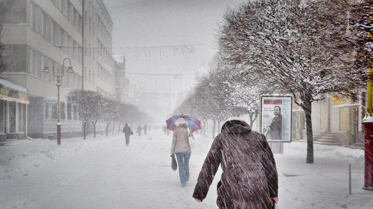 Обильный снегопад ухудшил ситуацию на украинских дорогах