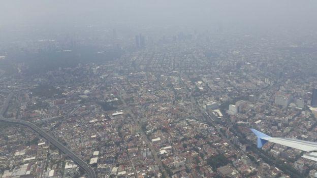 Субботний запрет на автомобили в Мехико не работает