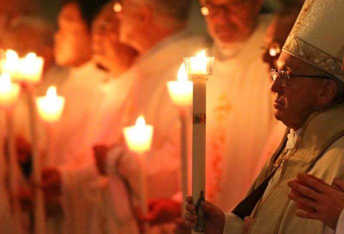 Неизвестные активисты в Риме критикуют главу Римско-Католической церкви