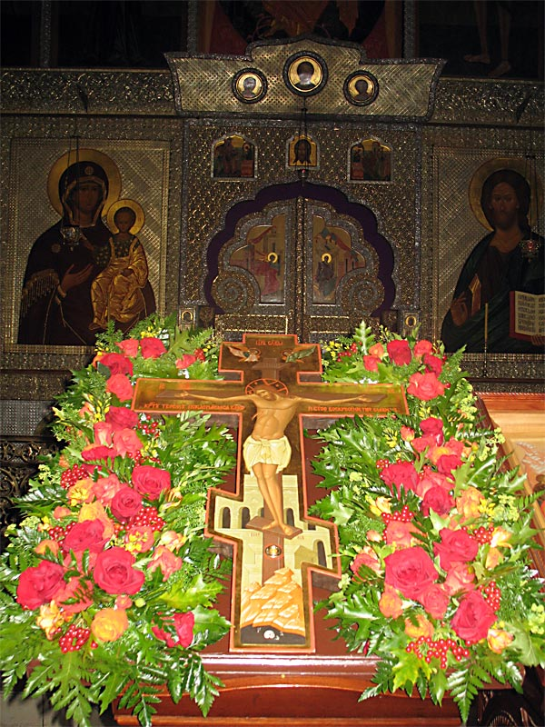 Православные христиане отмечают Крестопоклонную неделю