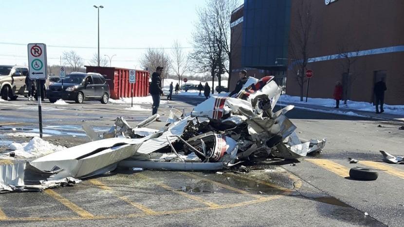 В Канаде над ТЦ столкнулись два самолета