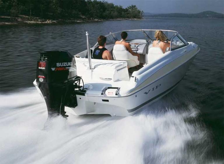 обучение на моторной лодке катере