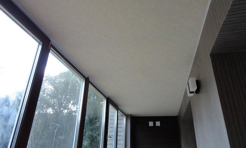 Натяжной потолок на балконе: нюансы установления