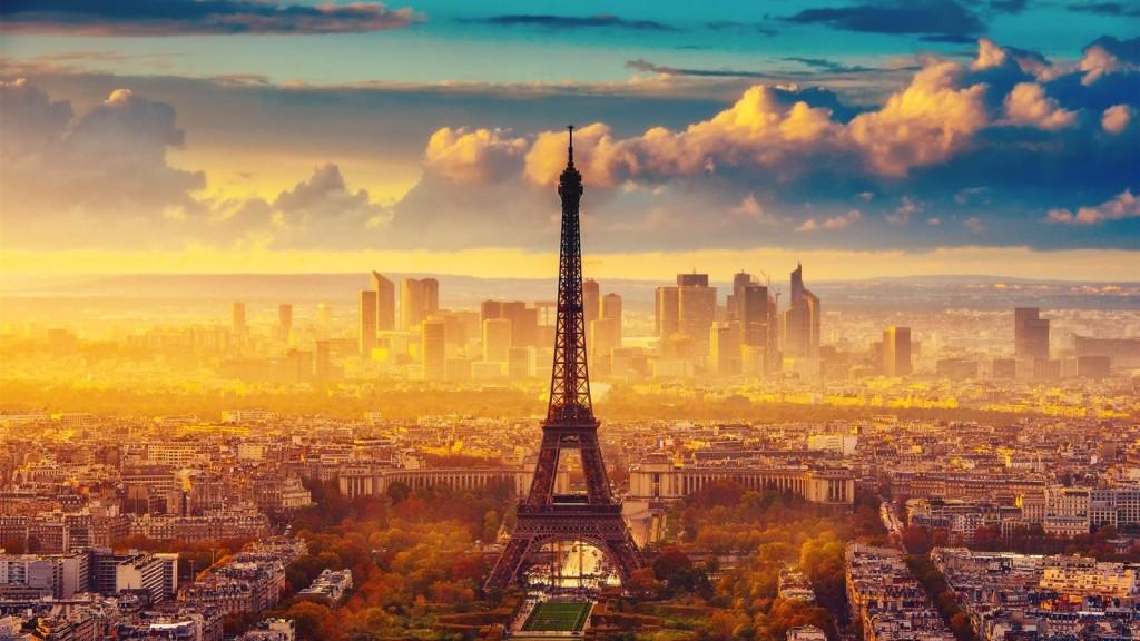 France-Paris-the-Eiffel-Tower-autumn-sky-clouds-morning_1600x900