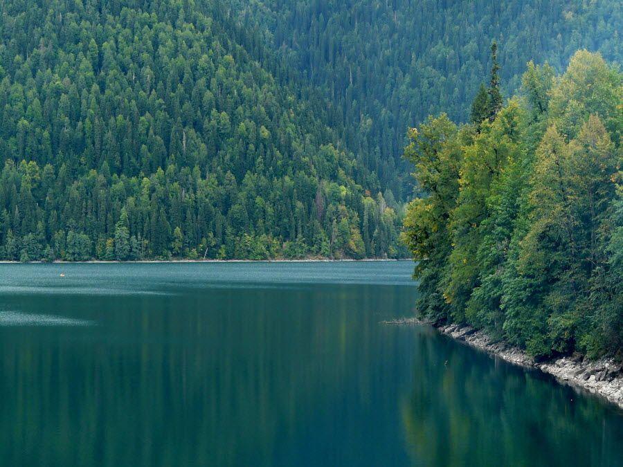 georgia-Ritsa-lake