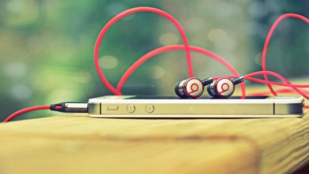 monster_beats_apple_iphone_naushniki_telefon_66772_602x339
