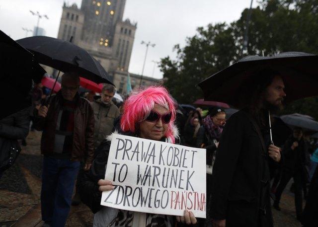 В Польше организовали демонстративные шествия о защите прав женщин