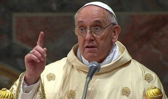 Понтифик папа Римский предложил поменять слова в молитве «Отче наш»