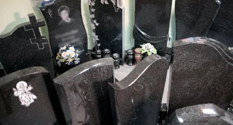 Гранитные памятники (надгробия)