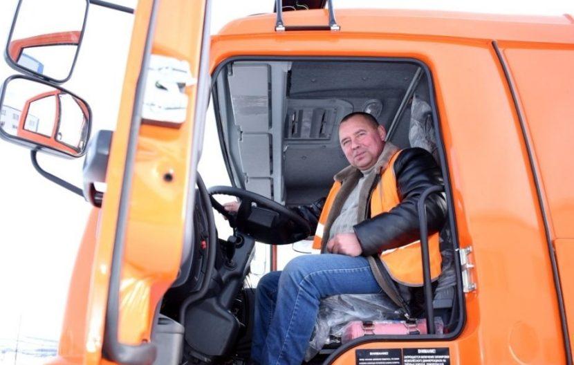 Автопарк Магадана пополнился новым КамАЗом, стоимостью почти 5 млн рублей