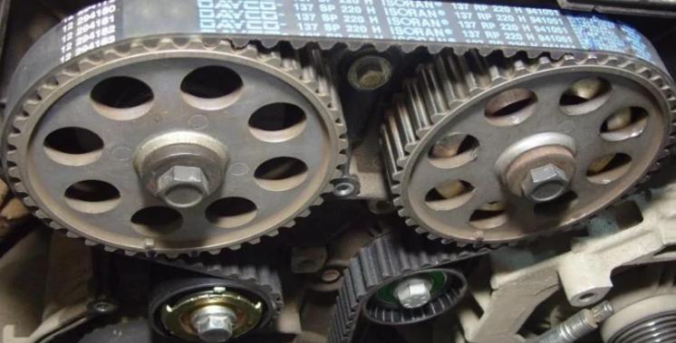 Поликлиновой ремень генератора. Причины поломки и особенности замены