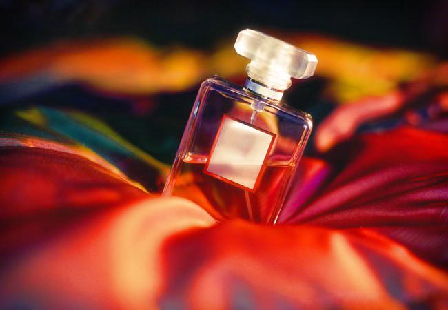 Как выбрать ароматные и стойкие духи?
