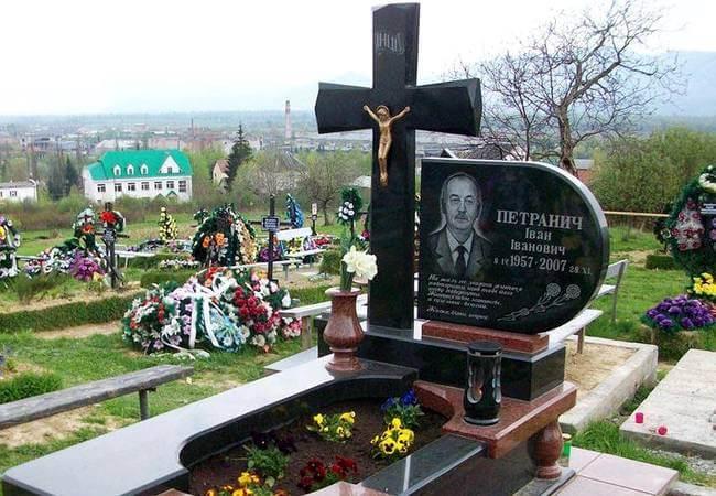 Ритуальные услуги: изготовление памятников в Усть-Лабинске