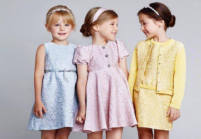 Выбор детской одежды оптом в Deloras центре